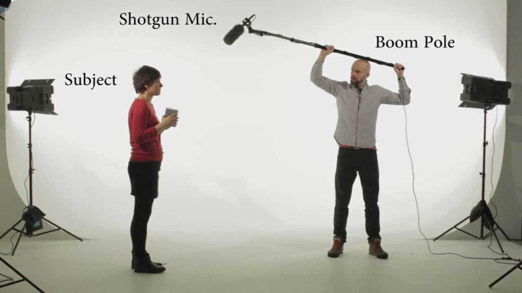 قرار دادن میکروفون شاتگان بالای منبع صدا